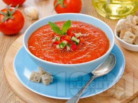 Доматена крем супа с домати от консерва, мащерка и босилек - снимка на рецептата